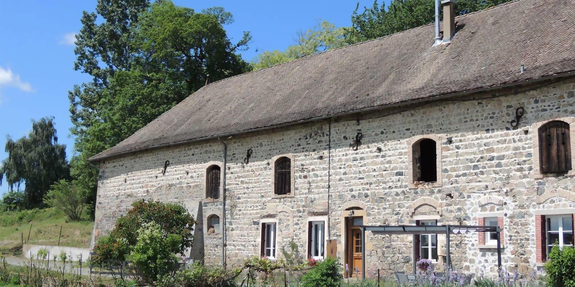 Corps de la ferme d'Amalthée en pierre de caractère dans le Beaujolais